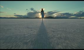 高清实拍女孩走向阳光视频素材