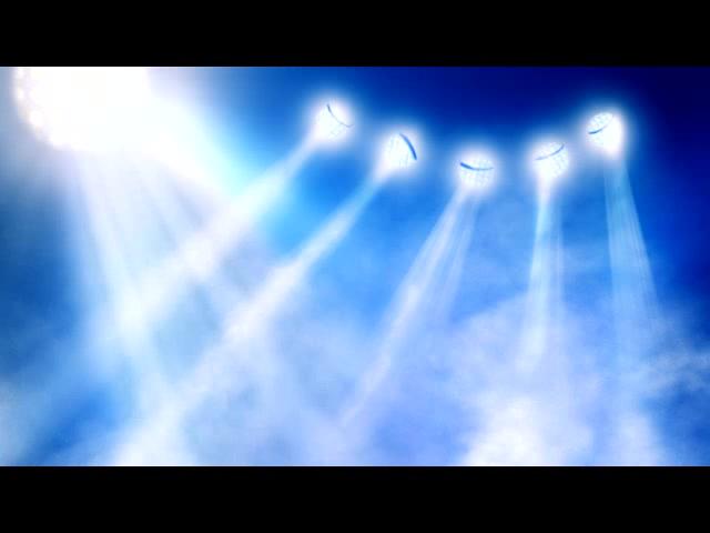 淡蓝天空光芒闪耀