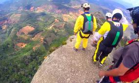 极限运动山间跳伞高清实拍视频素材