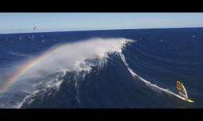 实拍海上帆船冲浪体育运动视频素材
