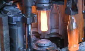 玻璃瓶机械加工视频素材